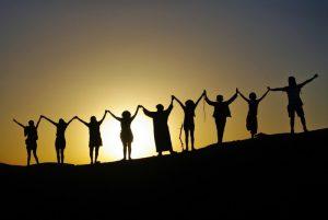 sunset-maroc-ensemble-ambiance-groupe-retraite-bien-être-yoga-qigong-méditation